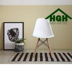 Ghế nhựa chân gỗ Eames HGH86